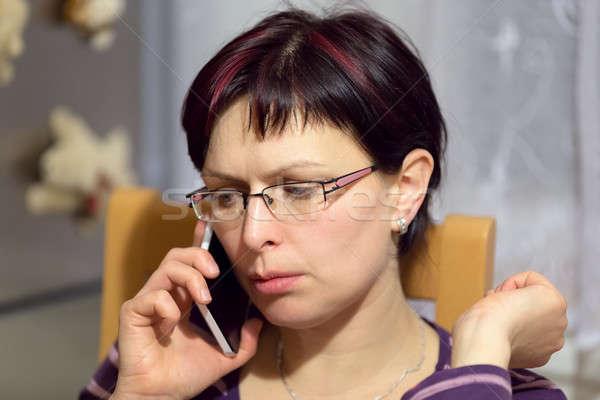 Fáradt nő hívás telefon gyönyörű középső Stock fotó © artush