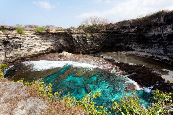 トンネル クレーター 海岸線 島 壊れた ビーチ ストックフォト © artush