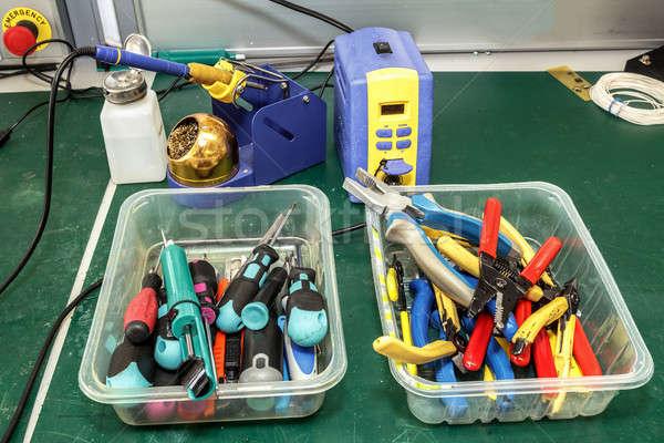 Eletrônica equipamento local de trabalho necessário ferramentas construção Foto stock © artush