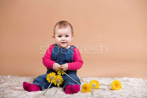 笑みを浮かべて 赤ちゃん 黄色の花 最初 年 ストックフォト © artush