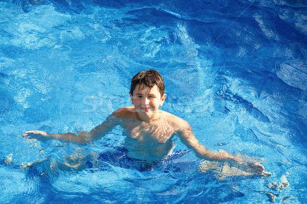 ストックフォト: 少年 · スイミングプール · ホーム · 庭園 · 水 · 顔