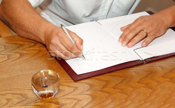 Getuige ondertekening huwelijk licentie bruiloft contract Stockfoto © artush