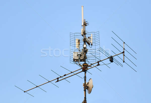 Antena wifi techo televisión cielo azul metal Foto stock © artush