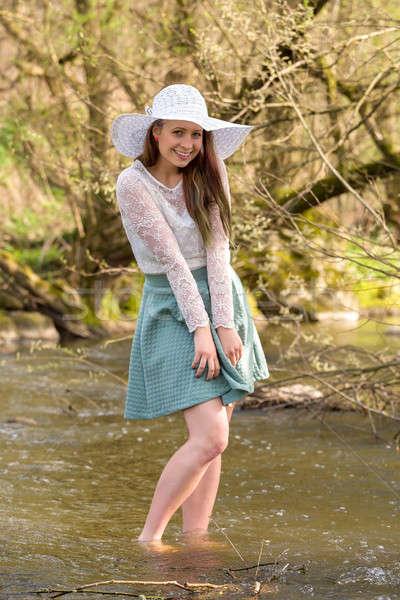 Donna primavera torrente alla moda Foto d'archivio © artush