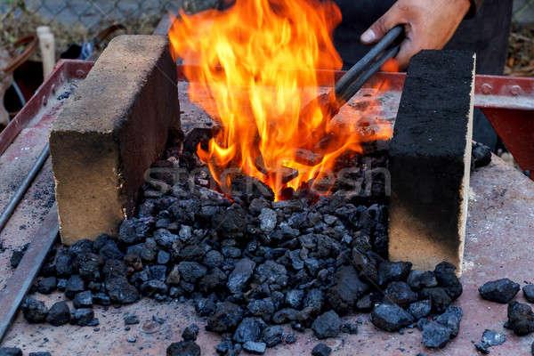 Herrero ardor aire libre pasado de moda fuego Foto stock © artush