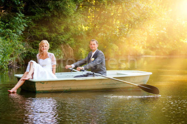 Fiatal friss házasok menyasszony vőlegény csónak gyönyörű Stock fotó © artush