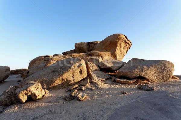 Rotsformatie woestijn zonsondergang landschap Namibië afrika Stockfoto © artush