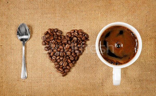 Sevmek kahve kalp şekli kahve çekirdekleri kaşık fincan Stok fotoğraf © ashumskiy