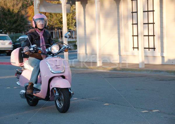 Senior rijden beneden straat vrouw Stockfoto © aspenrock