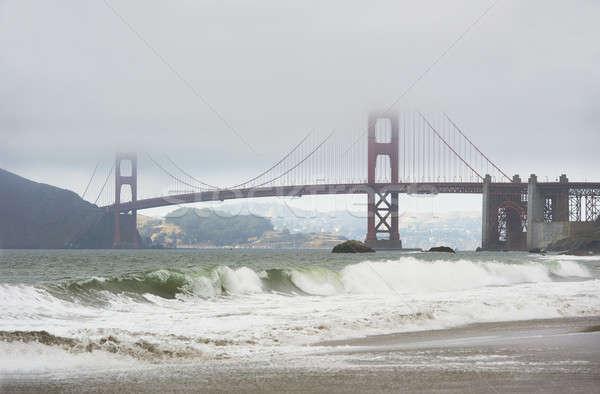 Golden Gate Bridge mist golven beroemd San Francisco strand Stockfoto © aspenrock