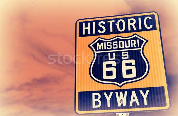 Historyczny route 66 znak autostrady USA czerwony niebo Zdjęcia stock © asturianu