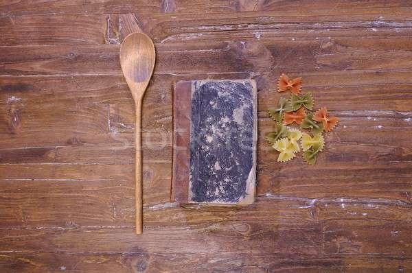 Książka kucharska stół kuchenny makaronu żywności drewna kuchnia Zdjęcia stock © asturianu
