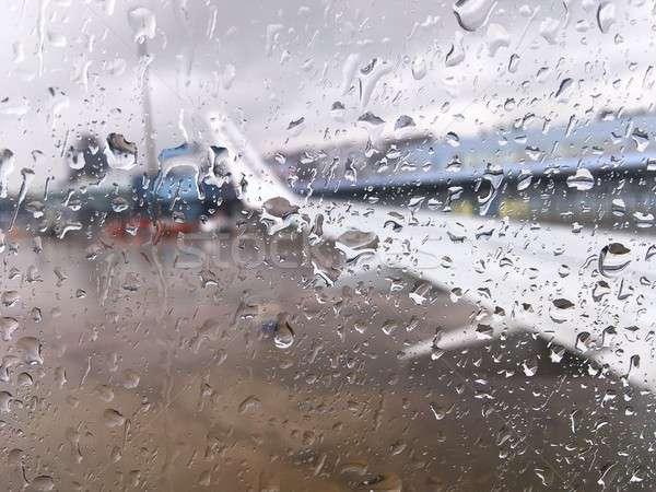 飛行機 ウィンドウ 値下がり 水 空港 雨の ストックフォト © asturianu