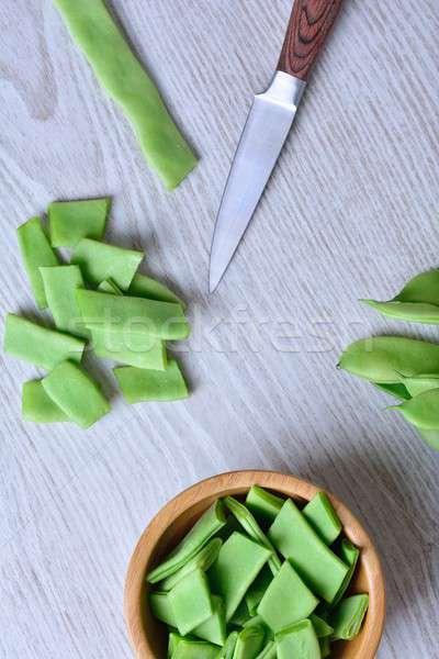 綠色 豌豆 刀 木 碗 表 商業照片 © asturianu
