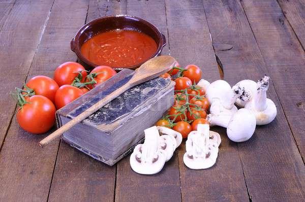 Książka kucharska stół kuchenny składniki drewna kuchnia tabeli Zdjęcia stock © asturianu