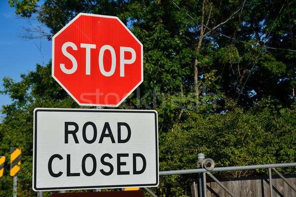 Yol kapalı imzalamak şehir sokak Stok fotoğraf © asturianu