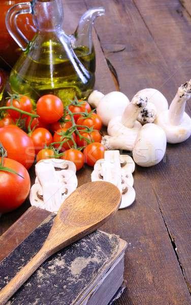 Książka kucharska warzyw stół kuchenny drewna łyżka diety Zdjęcia stock © asturianu