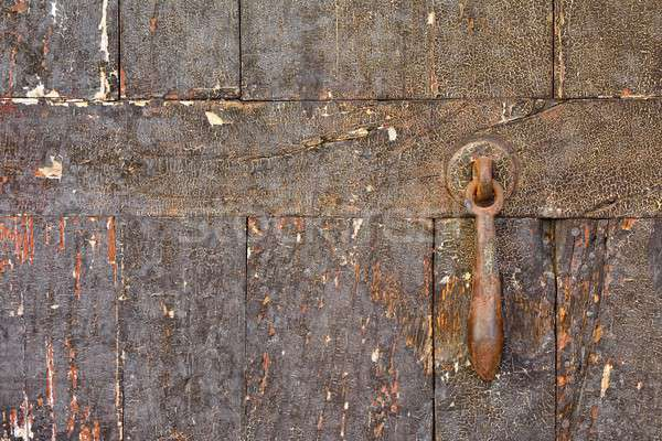 Közelkép rongyos fából készült ajtó rozsdás ajtócsengő Stock fotó © asturianu