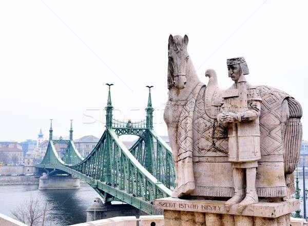Hörcsög híd szobor Budapest Magyarország férfi Stock fotó © asturianu