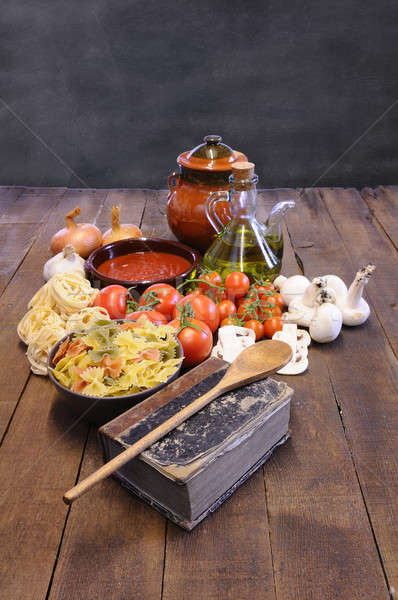 Libro de cocina mesa de cocina ingredientes cocinar pasta alimentos Foto stock © asturianu