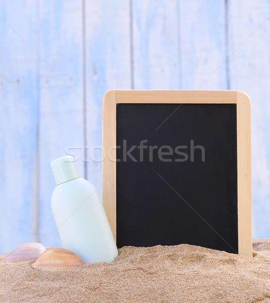 Foto stock: Protetor · solar · lousa · jarra · areia · da · praia · praia · saúde