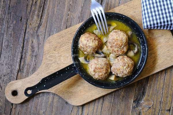Húsgombócok serpenyő fa asztal konyha étel vacsora Stock fotó © asturianu