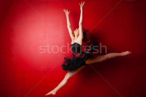 小さな バレリーナ ジャンプ 明るい 赤 壁 ストックフォト © avdveen