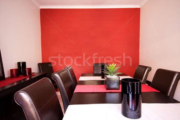 Jadalnia wnętrza czerwony ściany widoku Zdjęcia stock © avdveen