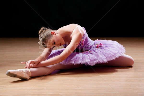 十代の バレリーナ ストレッチング 少女 ダンス ストックフォト © avdveen