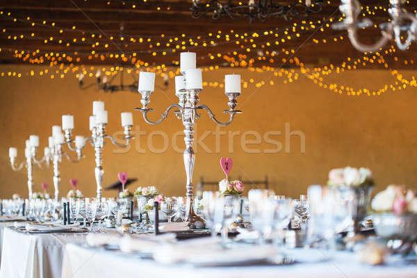 結婚披露宴 ホール 装飾 キャンドル カトラリー 選択フォーカス ストックフォト © avdveen