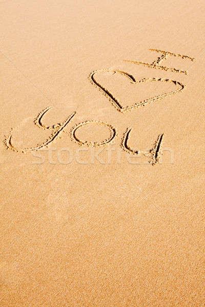 Liefde geschreven zand woorden strandzand Stockfoto © avdveen