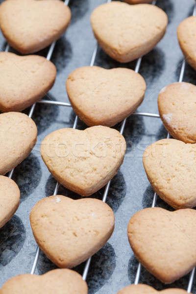 Coração bolinhos resfriamento metal Foto stock © avdveen