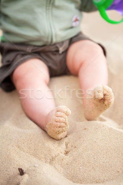 Bebé pies cubierto arena de la playa rizado playa Foto stock © avdveen