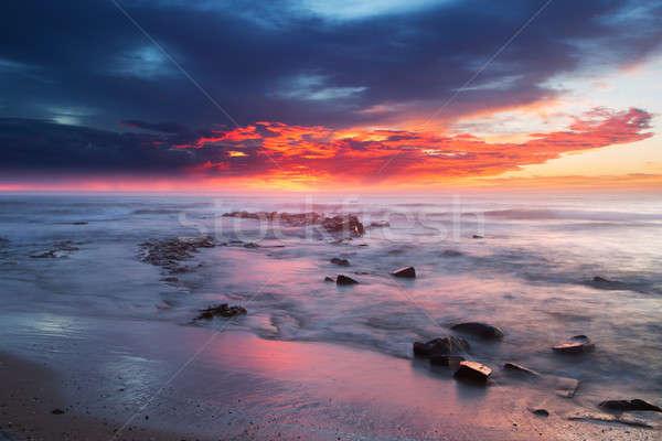 日の出 海 岩 水 フォアグラウンド ビーチ ストックフォト © avdveen