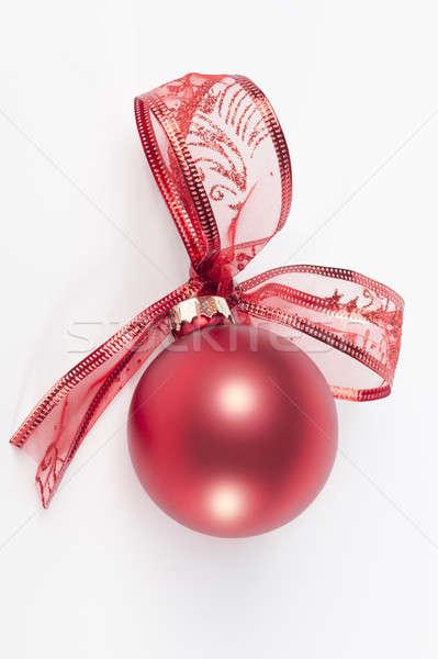 Rood christmas bal lint boeg geïsoleerd Stockfoto © AvHeertum