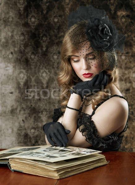 Nő néz régi fotó album retro könyv Stock fotó © Avlntn