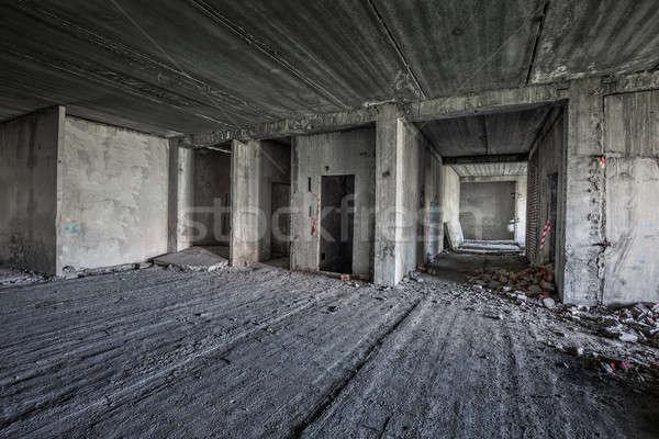 öreg elhagyatott befejezetlen épület belső fal Stock fotó © Avlntn