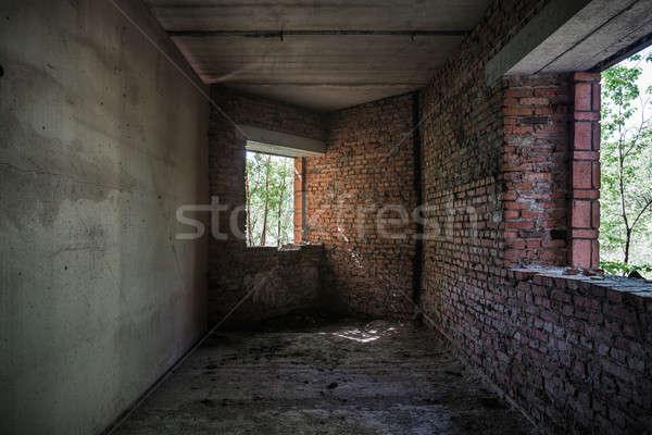 Oude verlaten gebouw interieur muur Stockfoto © Avlntn