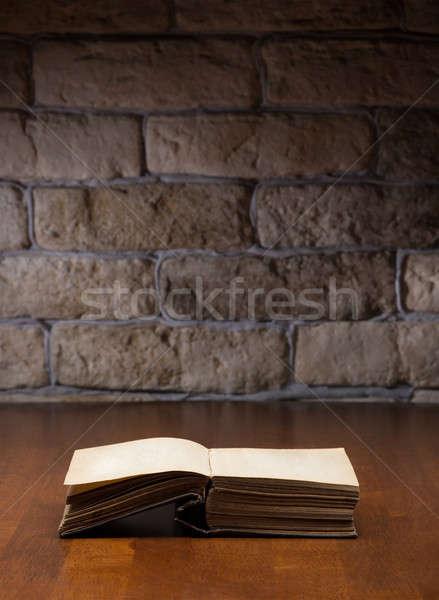 Kitap ahşap masa açık kitap kitaplar hukuk okuma Stok fotoğraf © Avlntn