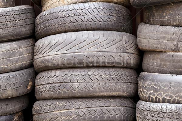 Zdjęcia stock: Uszkodzony · opony · Fotografia · gumy · samochodu
