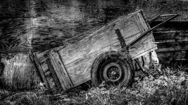 Eski araba kart içinde ahır gökyüzü Stok fotoğraf © Backyard-Photography