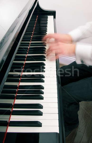 Zongorista kezek játszik hangversenyzongora zongora zene Stock fotó © backyardproductions
