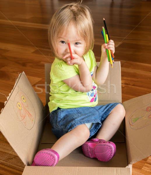 Fiatal kislány ül doboz kétéves lány Stock fotó © backyardproductions