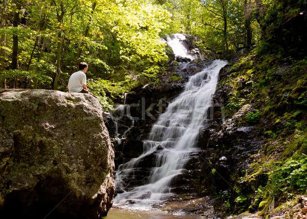 Férfi átfogó fut vízesés Virginia számla Stock fotó © backyardproductions