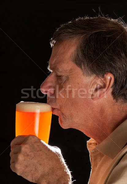 Foto stock: Senior · homem · quartilho · vidro · cerveja · caucasiano
