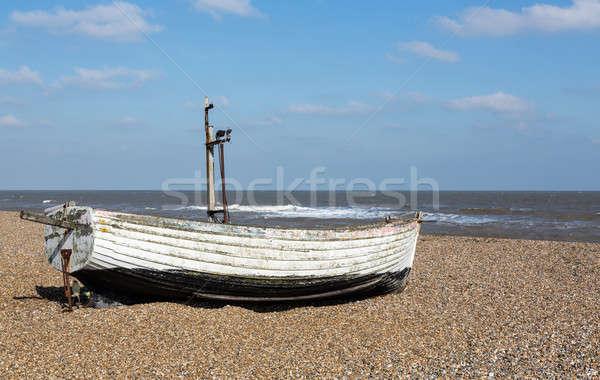 Oude vissersboot strand oude houten Stockfoto © backyardproductions