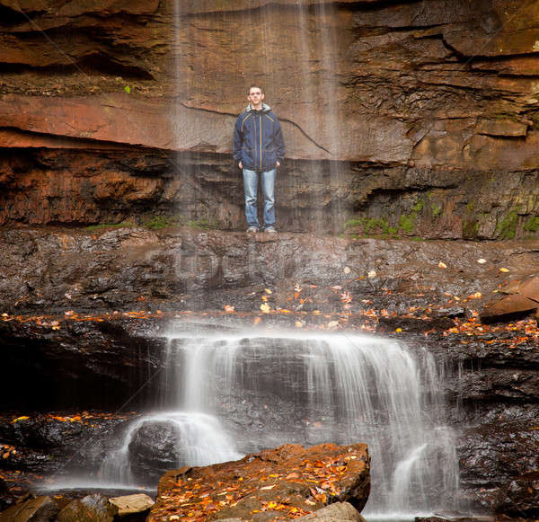 Sluier water komkommer jonge man achter park Stockfoto © backyardproductions
