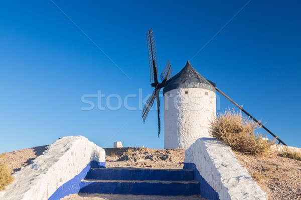 Wiatrak la Hiszpania zachowane historyczny powyżej Zdjęcia stock © backyardproductions