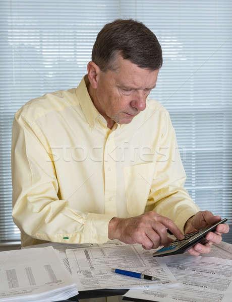 Kıdemli adam ABD vergi form 1040 Stok fotoğraf © backyardproductions