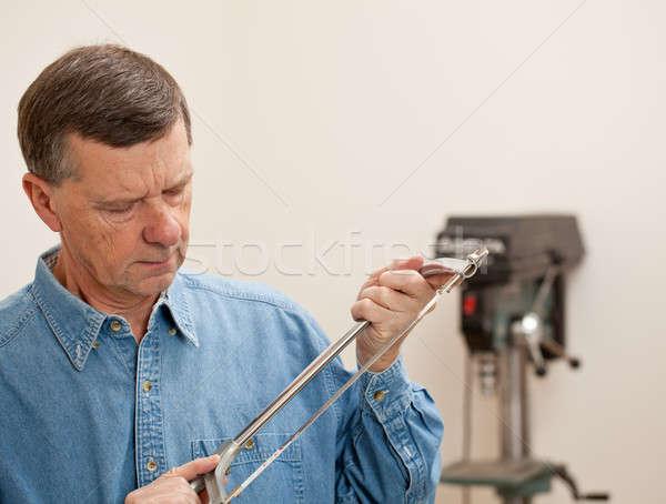 Senior man metaal zag mannelijke Stockfoto © backyardproductions